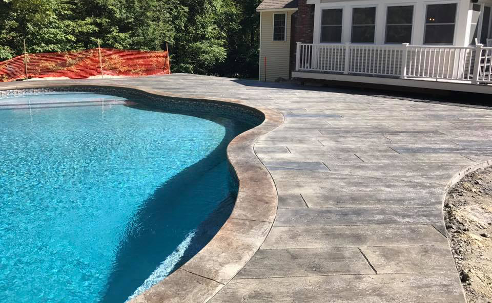 sol beton pour piscine